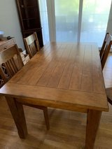 Dinning Room Table & Chairs in Fort Belvoir, Virginia