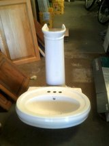 Pedestal Sink, white in Alamogordo, New Mexico