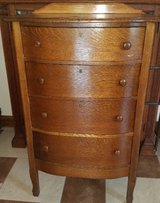 Antique Oak Highboy Dresser 4 drawer in Fort Leonard Wood, Missouri
