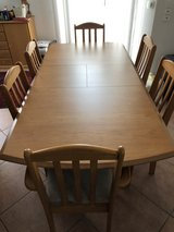 expandable dinning room table & 6 chairs in Stuttgart, GE