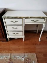 Wood French Provincial Desk In Good Condition With Four Drawers in Chicago, Illinois