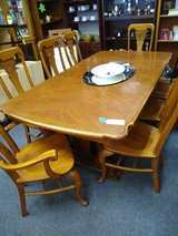 Table with 8 Chairs and 1 Leaf in Bartlett, Illinois