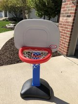 Little tikes basketball hoop in Naperville, Illinois