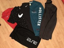 Men's Small Nike Shorts & Top in Joliet, Illinois