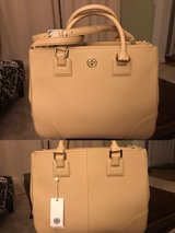 Tory burch Robinson Tote new with tag in Joliet, Illinois