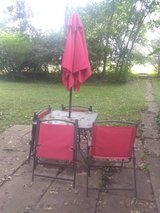 Outdoor table & chairs in Oswego, Illinois