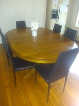Kitchen table & 6 chairs in Chicago, Illinois