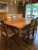 Table with 6 chairs in Naperville, Illinois