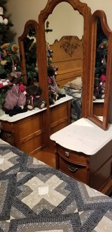Lexington Furniture Victorian Sampler Oak Vanity w Mirrors in Chicago, Illinois