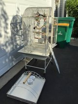 Excellent condition bird cage in Naperville, Illinois