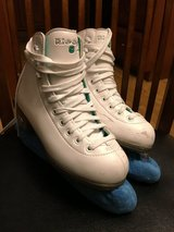 Riedell Ice Skates SZ 2 in Glendale Heights, Illinois