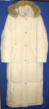 Sz: Med (runs Large) Perry Ellis Down Long Coat w/Hood in Chicago, Illinois