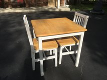 Cute Table and 2 Chairs in Glendale Heights, Illinois