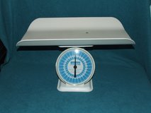 Vintage Baby Nursery Scale ~ Montgomery Wards ~ Excellent Condition in St. Charles, Illinois