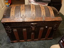 ANTIQUE TRUNK in Cleveland, Texas