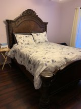queen size bed in Naperville, Illinois