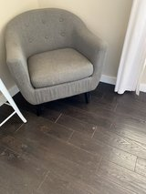 grey accent chair in Alamogordo, New Mexico