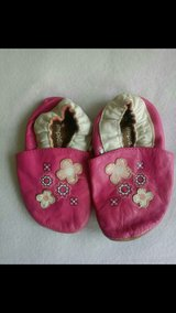 Baby shoes/ Krabbelschuhe in Ramstein, Germany