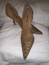NWOT 8.5 Tan, floral stitched stilettos in Byron, Georgia
