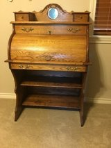 Small ladies antique Barrel roll top OAK desk in Conroe, Texas