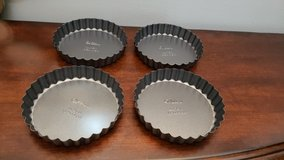 Wilton Excelle Elite Non-Stick Tart Pan and Quiche Pan with Removable Bottom, 4.5-Inch, 4 Pack in Naperville, Illinois