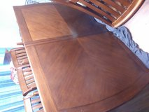 Dining Room table and chairs in Warner Robins, Georgia