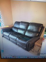 Flexsteel Double Lift Recliner Sofa--Recliner for 2 or Sofa for 3! Barely Used. Located in Carlock in Peoria, Illinois