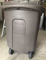 Trash Can with Wheels - Rubbermaid (30 gallon) in Bartlett, Illinois