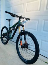 Santa Cruz Bronson Carbon Like New in 29 Palms, California