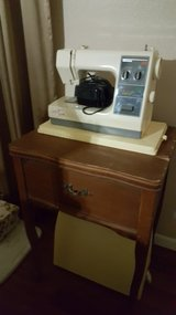Kenmore Sewing machine w/Sewing table in Kingwood, Texas