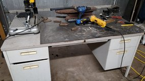 Welding fabrication table with vise in Alamogordo, New Mexico