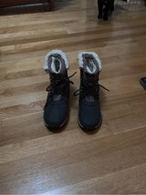 Bear paw boots size 6 in Tinley Park, Illinois