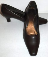 Like New! Sz 7M LifeStride Stacey Brown Pump - Square Toe Heels in Chicago, Illinois