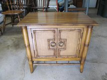 Vintage Thomasville (1976) End Table/Bedside Table with Bamboo &Caning in Naperville, Illinois
