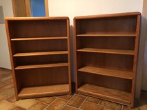 Pair bookcases in Grafenwoehr, GE