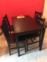 kitchen table and chairs in Chicago, Illinois