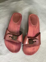 CHANEL Dark Pink (Rose) Patent Leather & Lacquered Wood CHANEL Mule Sandals in Kingwood, Texas