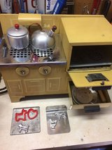 CHILDRENS STOVE/OVEN ELECTRIC in Naperville, Illinois