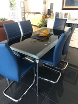Dining room glass table . Expandable with 6 chairs in Ramstein, Germany