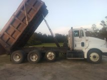 1999 international triaxle dump truck in Wilmington, North Carolina