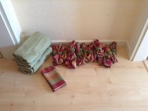 18 Piece Dinner cloth Napkins & Table Cloth in Ramstein, Germany