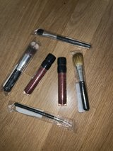 make up brushes and lip gloss in Ramstein, Germany
