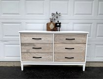 Beautiful dresser in Glendale Heights, Illinois