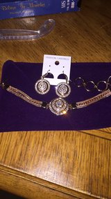 Gold and gems bracelet and earrings set in Quantico, Virginia