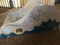 Day dreamer baby lounge seat / sleeper in Yorkville, Illinois