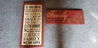 Decor signs in Plainfield, Illinois