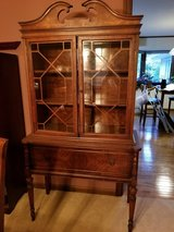 China Cabinet in Glendale Heights, Illinois