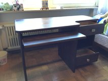 Solid wood desk with discreet slide out keyboard tray in brand new condition. in Stuttgart, GE
