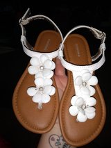 Girls size 2 Sonoma sandals in Fort Campbell, Kentucky