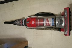 vacuum cleaner Dirtdevil in great condition ( on or off bases ok ) no bag needed in Okinawa, Japan